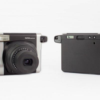Instax 300 получил более класический вид корпуса