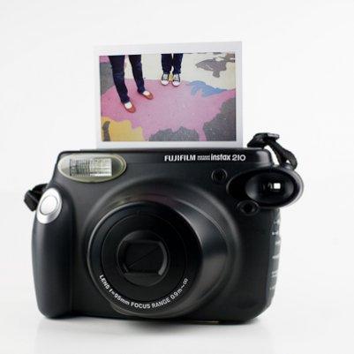 Fuji Instax Wide камера мгновенных печати высококачественной фотографии и ярких цветов.