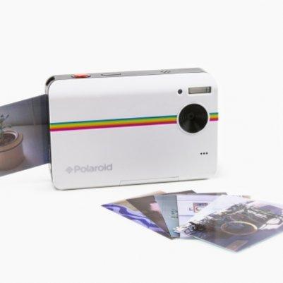 Великолепная цыфровая моментальная камера делающая красивые фотографии одним нажатием