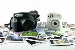 Fuji Instax 210 и the Fuji Instax Mini 25 это братья, широких и узких моментальных снимков